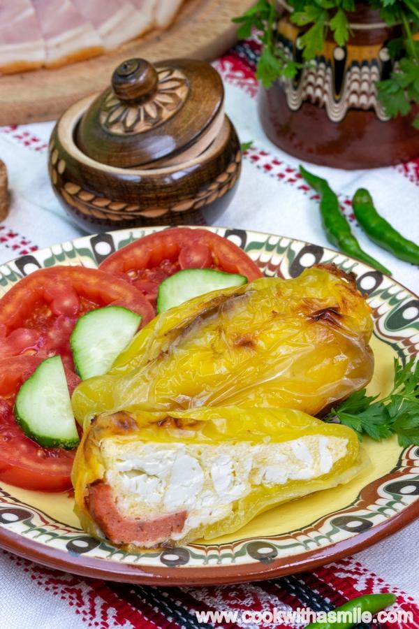 пълнени пиперки с яйца и сирене на фурна рецепта