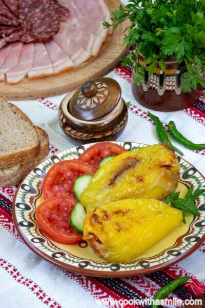 пълнени-чушки-с-яйца-и-сирене-на-фурна-рецепта