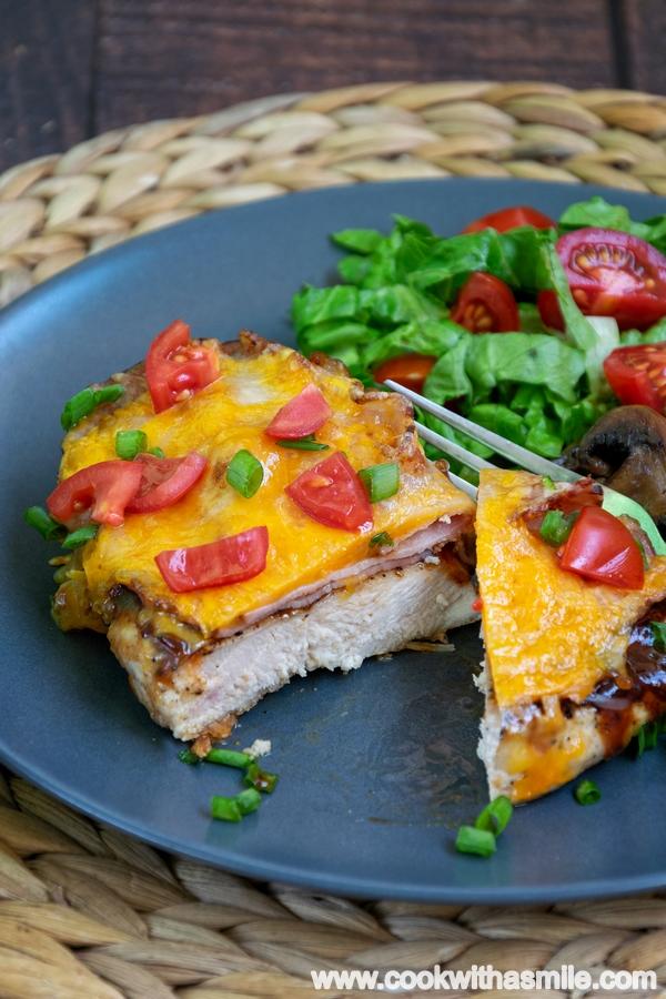 пилешко филе Монтерей с бекон и барбекю сос