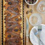 писаладиер-френски-плосък-хляб-с-карамелизиран-лук-аншоа-и-маслини