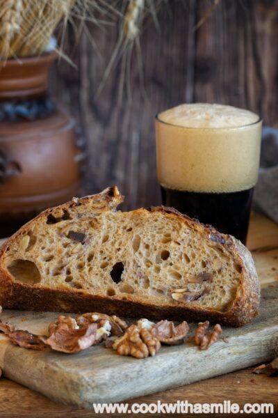 хляб-с-тъмна-бира-орехи-и-хрупкав-лук