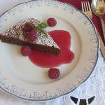 шоколадово суфле с малинов сос Жак Пепен