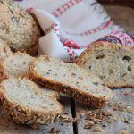селски-хляб-с-пълнозърнесто-брашно-и-семена